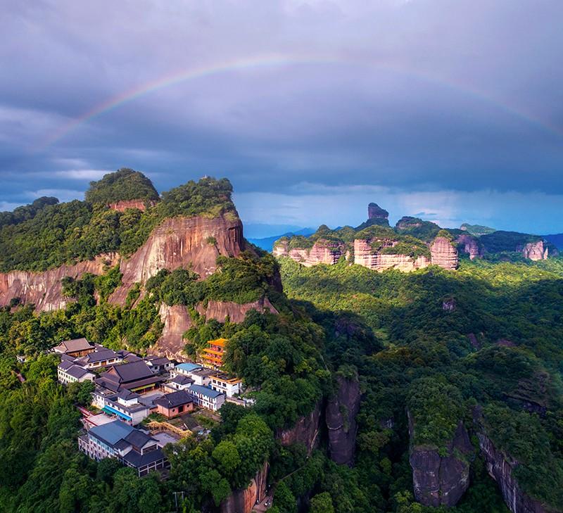 图2、世界地质公园——丹霞山  摄影:谢锦树.jpg