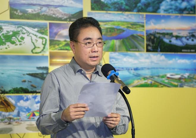 广东摄协副主席罗旭宣读大赛的获奖名单 蔡诚 摄.jpg